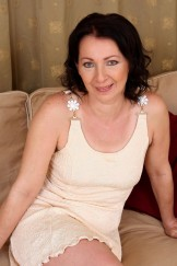 Anna – hot and hairy mature (age 50) from Hungary strips