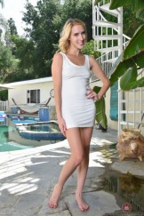 Cadence Lux piss outdoor / Hairy girl take a pee