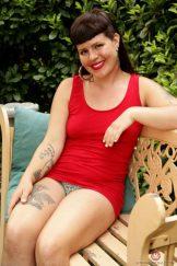 OLIVIA ROSE – PARK BENCH