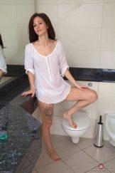 LIZZIE – BATHTUB