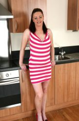 Sarah – hairy MILF opens up