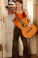 Agnes – Guitar Hero