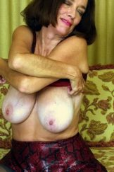 Sexy gilf with big, saggy tits and a hairy cunt