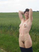 Sexy Skinny MILF Shaving Her Cunt