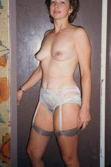Retro Gold – Amateur – Abi – slim mature brunette spreads