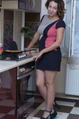 Gadget (Sara) – In the Kitchen :: MILF hairy